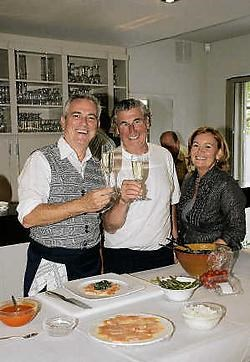 Gene Bervoets (links) kwam in The World OFriendies zijn kookkunsten demonstreren. rr<br>