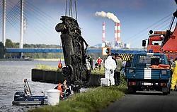 De algemene zoekactie in het kanaal tussen Ham en Diepenbeek zal een maand duren. Yorick Jansens<br>