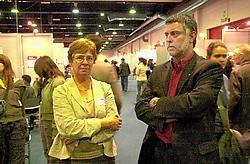 Vera Van de Voorde en Freddy Van Malderen van de VDAB willen met de jobbeurs de drempel tot de bedrijven verlagen voor de werkzoekenden.Luc Verstraeten