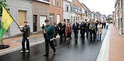 De vernieuwde straat werd door de bewoners ingewandeld.<br> Hendrik De Rycke