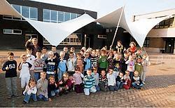 Drie jaar nadat een brand de oude gebouwen in de as legde, heeft basisschool Sint-Jozef een nieuwe vleugel met een opmerkelijke overdekte speelplaats geopend. Vacas