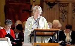 Griet Van Coilie leidt nu als vrouwelijke pastor twee parochies.Yvan De Saedeleer