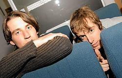 Het Oostendse duo Superlijm steekt zijn ambitie niet onder stoelen of banken: 'Westtalent winnen, natuurlijk.' Michel Vanneuville<br>