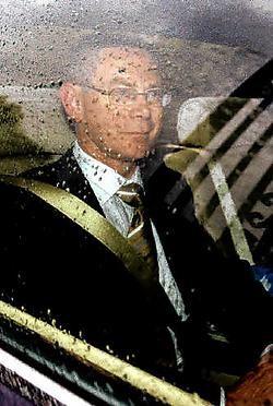 Herman Van Rompuy zaterdag bij het buitenrijden van Ciergnon, het buitenverblijf van de koning in de Ardennen. Gisteren was hij een graag geziene gast op het eetfestijn van zijn broer.reuters<br>