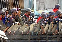 Myanmarese soldaten patrouilleren in de straten van de hoofdstad om elk protest de kop in te drukken. afp<br>