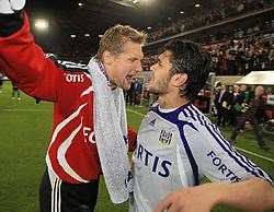 Ahmed Hassan is na de verloren partij te ontgoocheld om de fans te gaan groeten. Doelman Zitka wijst hem terecht. Photo News
