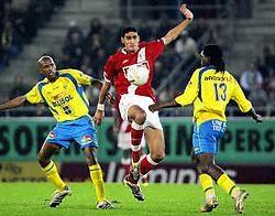 Hoe hard Marouane Fellaini ook probeerde, hij slaagde er niet in de afwezigheid van kapitein Defour op te vangen. Photo News<br>