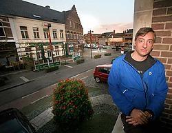 De Neerpeltse oogarts Luc Maes kwam zijn plannen aan het gemeentebestuur uit de doeken doen.<br>Mine Dalemans<br>