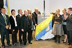 Burgemeester Francis Vermeiren opende trots de nieuwe kantine.Koen Merens