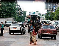Het openbare leven in Myanmar trekt zich opnieuw op gang. De meeste wegblokkades zijn verdwenen.epa<br>