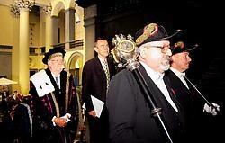 De Universiteit Gent sloot gisteren het rijtje van de academische openingen voor 2007-2008 (rector Paul Van Cauwenberge en minister Frank Vandenbroucke aan het hoofd van de togastoet).Wouter Van Vooren<br>