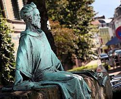 Het standbeeld van Hendrik van Veldeke in Hasselt. Yorick Jansens<br>