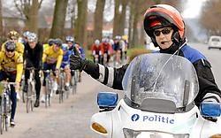 De politie begeleidt een wielerwedstrijd: de manuren worden gefactureerd<br> aan de opdrachtgevende gemeente.<br>David Stockman<br>