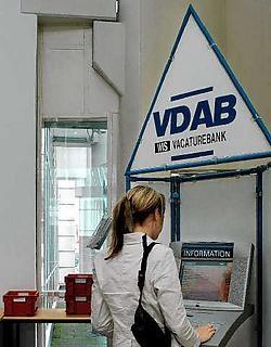De VDAB in Gent heeft ruim de helft meer job-<br>aanbiedingen in vergelijking met vorig jaar, maar 'toch is er nog werk aan de winkel'. <br>an