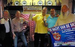 Richard en Jan Van Keer, Pieter Van Biesen, Luc De Decker en Filip Rombaut (zittend) brengen ambiance in de keet. Carol Verstraete<br>