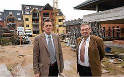 Voorzitter Luc Vannieuwen-<br>huyze en directeur Marc Lattré van de Tieltse Bouwmaat-<br>schappij zien <br>de vraag naar sociale woningen alsmaar toenemen. Stefaan Beel