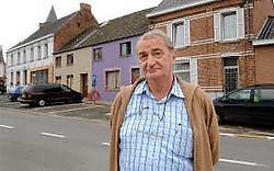 'Hier op de Plaats stonden vroeger vele cafés', zegt Raymond Soudan. <br>Yvan De Saedeleer