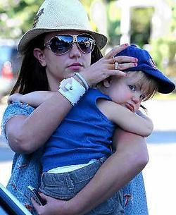 Britney met haar zoontje Jayden James. Photo News<br>