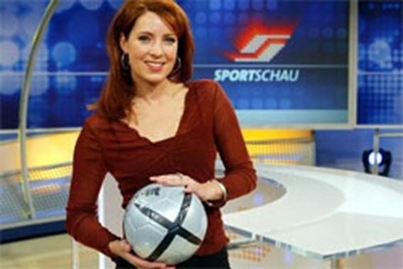 VIDEO: Presentatrice Duitse voetbalshow is kijkcijferkanon