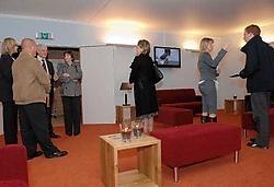 In de familiekamer kan de invoering van de kist in de oven op een videoscherm gevolgd worden.Michel Vanneuville<br>