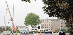 Op de betonnen palen in de tuin van het Sint-Elisabethziekenhuis worden momenteel containers geplaatst. Lily Leys<br>