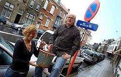 Een parkeerplaats vinden in de Veldstraat is geen sinecure, zoals Relinde Jaspers en Martin Baert mochten ondervinden toen ze hun huis opknapten. Patrick Holderbeke