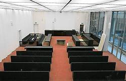 De zaal werd 'afgekeurd' voor assisenzaken, maar komt straks wellicht heel goed van pas om chaotische toestanden te voorkomen bij een correctionele zaak. fvv