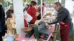 Aan de diverse kraampjes kan je onder meer proeven van artisanale koekjes. rr<br>