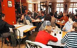 't Gouden Mandeken zit goed vol op het middaguur en die populariteit blijkt niet onterecht. Isabelle Vanhassel
