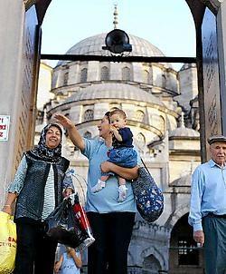 De Turkse vrouwen ijveren onder meer voor een quotabeleid en strijden tegen de paternalistische houding.ap<br>