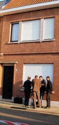 Het drama dat zich afgelopen weekend achter de muren van het rijhuis in de Singel afspeelde, had volgens sommige buurtbewoners voorkomen kunnen worden. Luc Verstraeten