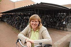 Ariane Duthoo van de Brugse fietsendienst hoopt dat mensen meer moeite zullen doen om hun gestolen fiets <br>te vinden. <br>Michel Vanneuville