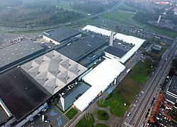 Busworld kampt duidelijk met plaatsgebrek en moest 10.000 vierkante meter tijdelijke hallen laten bijbouwen. Patrick Holderbeke