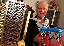 De accordeon speelt een belangrijke rol in het leven van Regis Vitse. Patrick Holderbeke