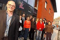 Teamcoördinator Frank Acke en zijn mensen voor het nieuwe gebouw van het Centrum Algemeen Welzijnswerk Stimulans in de Koningstraat.Patrick Holderbeke<br>