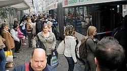 De Lijn zegt klaar te zijn voor D-day. 'Er zijn 65 nieuwe tram- en buschauffeurs aangeworven.'Frederiek Vande Velde