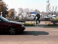 De Kennedylaan oversteken aan Slotendries is levensgevaarlijk, maar dat 'zwart punt' moet in 2009 uit de wereld geholpen zijn. gia
