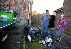 Maria Claes en Willy Meeus, de buren van Jeugdhuis Contact, vragen een oplossing voor het afval en de andere baldadigheden.Jef Collaer<br>