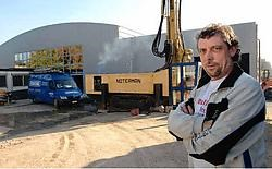 Ronny Dujacquier bij het nieuwe complex.Yvan De Saedeleer
