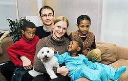 De twee zusjes Kedist(10) en Tsion(3) en hun broertje Haile(7) blijven samen dankzij Peter Deltour en Nadège Debeer.Stefaan Beel