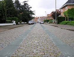 De Joe Englishstraat zoals die er zou uitzien met een betonnen fietsersstrook.rr