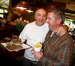 Johan Cox, zaakvoerder van het Spork Foodcafé en zijn broer, kok Paul Cox. Yorick Jansens<br>