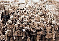 Belgische militairen in Bodegem. Een foto uit de tentoonstelling.<br>Repro <br>Yvan <br>De Saedeleer<br>