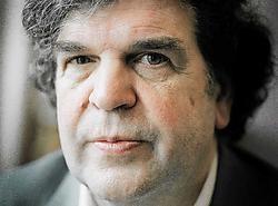 A.F.Th. Van der Heijden wint met 'Het schervengericht' zijn tweede AKO Literatuurprijs.Merlijn Doomernik<br>