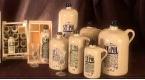 St-Pol verkoopt de jenever in een breed assortiment stenen kruiken. rr <br>