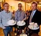 Kaasmeester Dirk Martens (rechts) stelt Baas Gansendonckkaas voor. Wim Daneels<br>