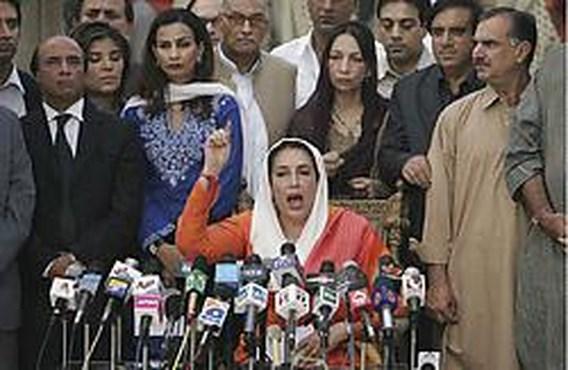 Benazir Bhutto komt om bij zelfmoordaanslag