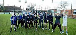 VVE Hansbeke heeft een huizengroot probleem. De club treedt aan met 9 ploegen, maar heeft in de Karmenhoek slechts twee, verouderde kleedkamers. Uitbreiden of renoveren kan niet omdat het terrein zonevreemd is. Vacas<br>