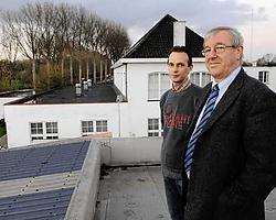 Koen Ornelis en Michel Vanderostyne: de opslagruimte (links) en het parochiaal centrum (wit gebouw) zouden moeten verdwijnen. Michel Vanneuville<br>