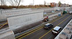 De A12 in Rumst is dit weekend afgesloten voor het leggen van dwarsliggers van de brug.<br>Eddy Van Ranst<br>